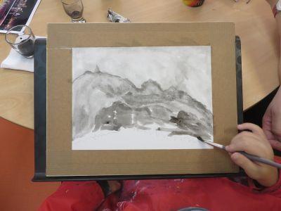 Peindre le montagnes avec différents gris