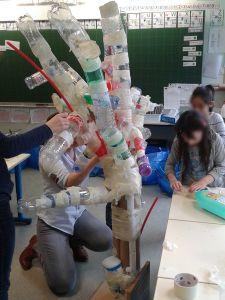 Branches fabriquées avec des bouteilles