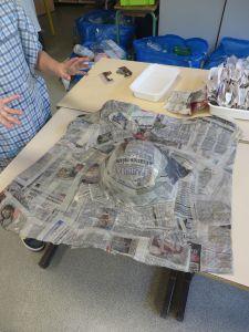 Capeline en grillage recouvert de papier
