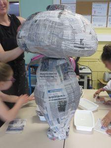 Champignon recouvert de papier journal