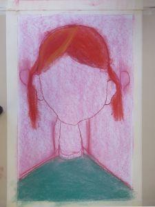 Fillette aux cheveux rouges