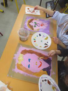 Séance d'arts plastiques en classe de CP