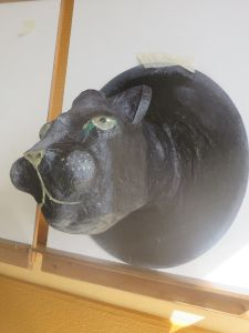 Panthère noire en papier mâché