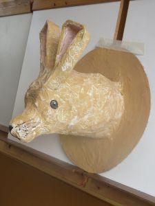 Tête de lapin en papier mâché