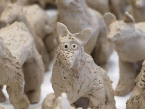 Loup modelé en terre
