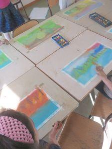 Séance de dessin à l'école élémentaire