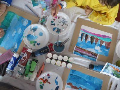 Atelier peinture avec les enfants à l'hôpital