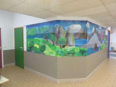 Fresque peinte sur les murs du couloir