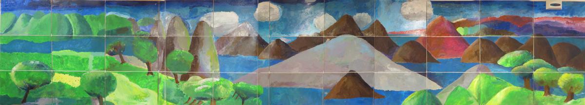 La fresque qui habille les murs du couloir de l'école