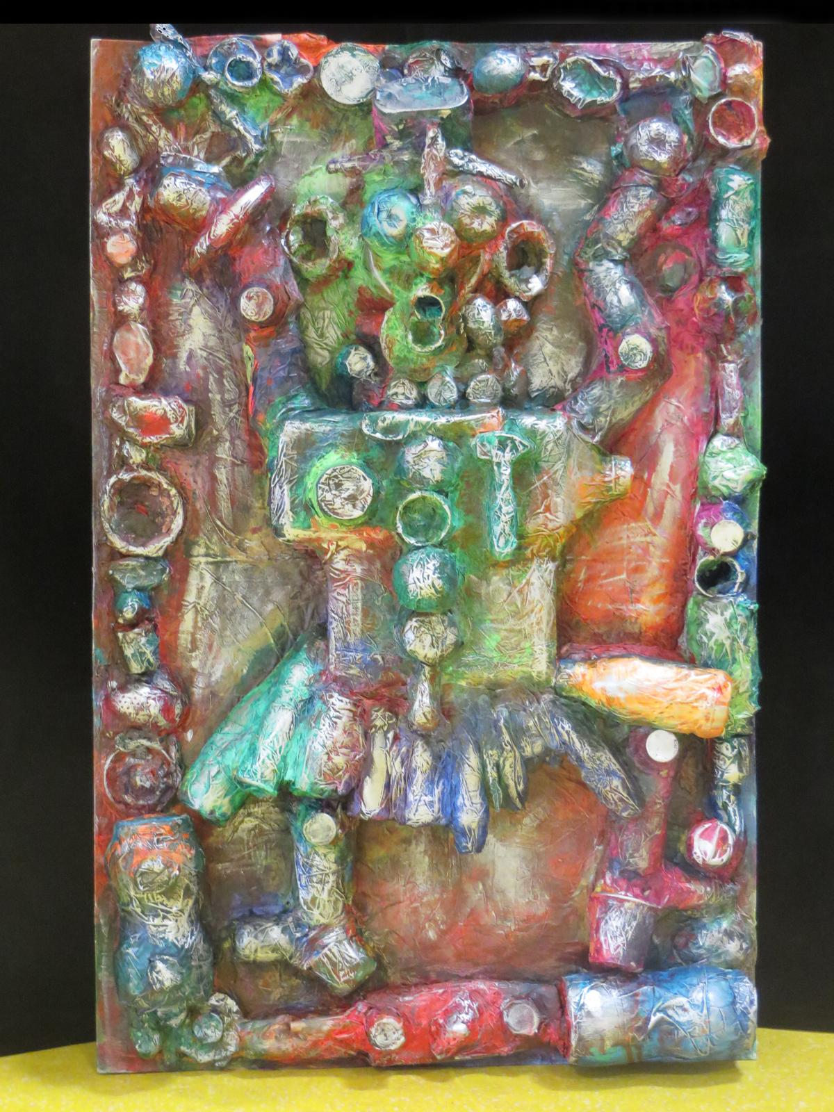 Très Réalisation avec des objets de récupération - Atelier art plastique WC92