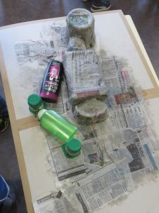 Fabriquer un bonhomme avec des objets récupérés