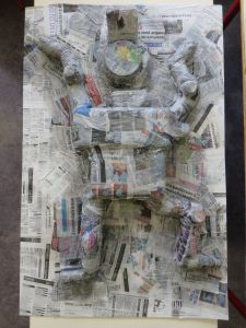 Bonhomme en papier mâché