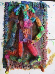 Bas-relief en couleur