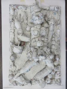 Papier mâché peint en blanc