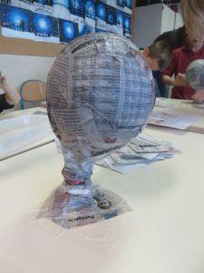 Ballon enduit de papier mâché