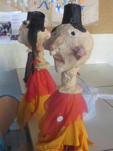 Marionnettes de Guignol en objets de récupération et papier mâché