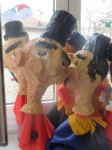 Marionnettes fabriquées par les enfants à l'école