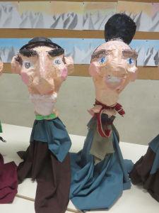 Marionnettes en objets de récupération