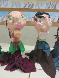 Marionnettes de Guignol en papier mâché