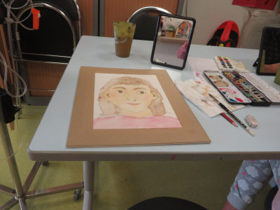 Peindre son autoportrair face à un miroir