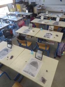 Séance de dessin dans une classe de CP