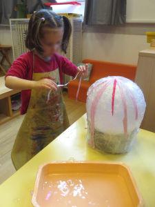 Séance d'arts plastiques à la maternelle