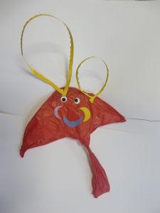 Petit cerf-volant rouge