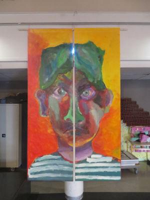 Portrait géant exprimant la colère