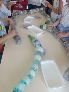 Atelier papier mâché à l'école