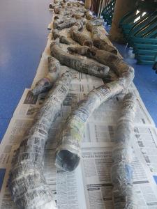 Branches en bouteilles et papier mâché