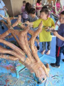Décorer l'arbre avec des encres de couleur
