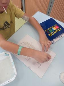 Recouvrir son dessin avec des bandes de plâtre