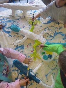Séance peinture avec les enfants