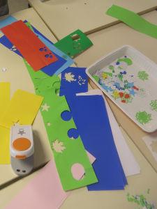 Découpage de papiers colorés