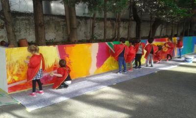 Activité peinture en classe entière