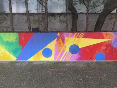 Fresque colorée réalisée par les enfants
