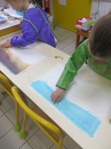 Séance d'arts visuels à l'école élémentaire