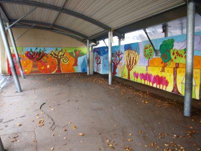 Mur peint de l'école Jeanne d'Arc à Genas