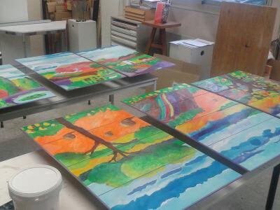 Application d'une couche de vernis pour protéger la peinture