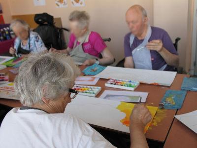 Atelier peinture avec les personnes agées