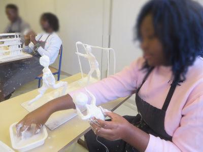 Atelier modelage au lycée Lamarque