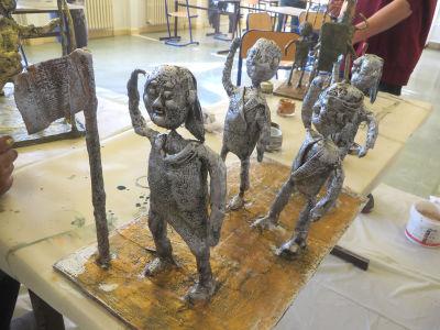 Peindre les statuettes en plâtre