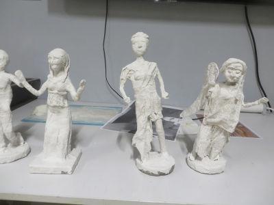 Statuettes modelées en bandes plâtrées