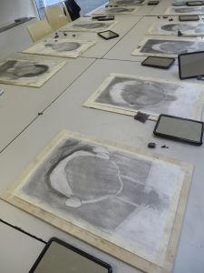 Atelier de dessin avec les enfants d'un centre de loisir