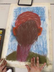 Etaler le pastel avec les doigts