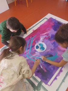 Peinture collective avec les enfants
