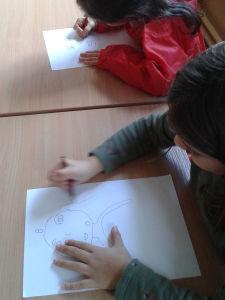 Séance de dessin à l'école