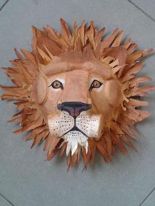Tête de lion en papier mâché