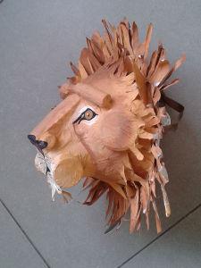 Masque de lion fait à la maison