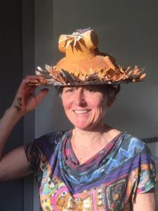 Masque porté comme un chapeau